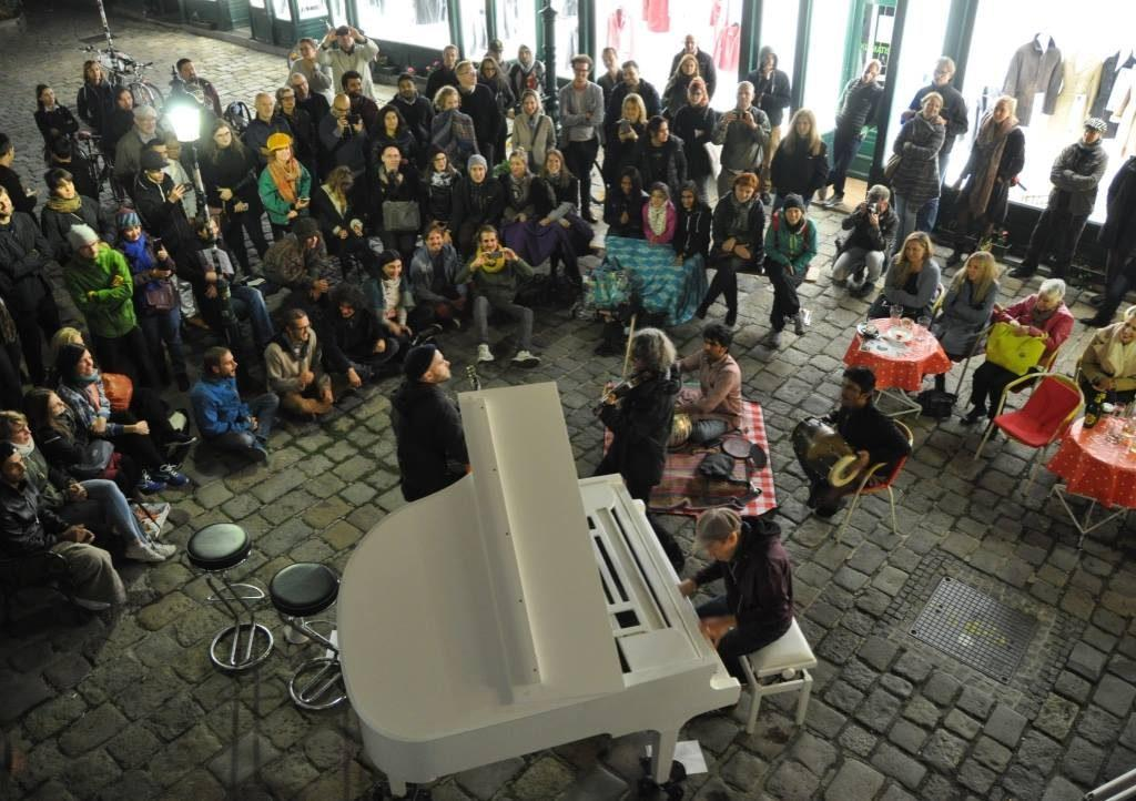 Open Piano for Refugees 09 2017 dunkelbunt